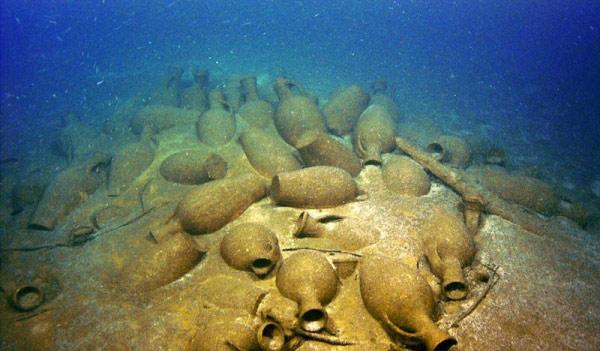 Ростовские дайверы нашли античный корабль с сотнями амфор у Севастополя